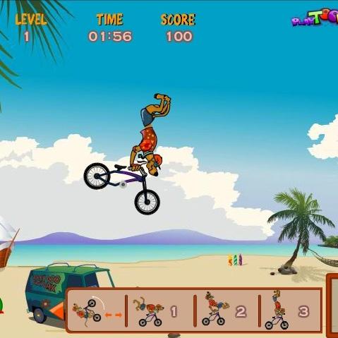 Скуби-Ду исполняет вело трюки