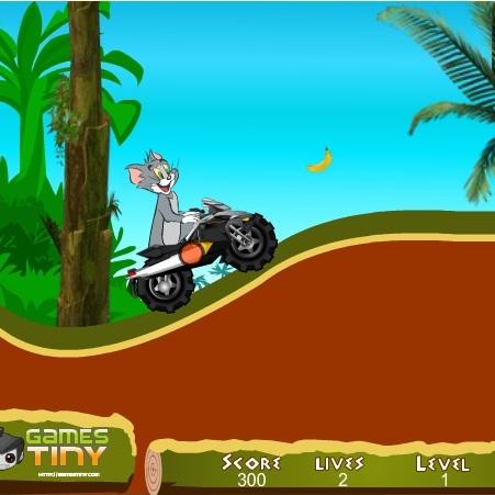 Том на квадроцикле