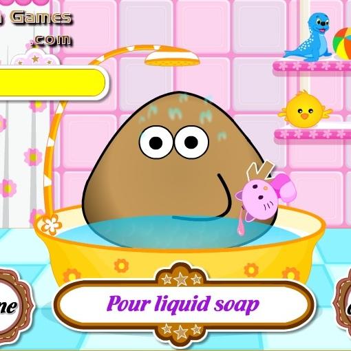Pou принимает душ