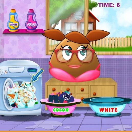 Девочка Pou стирает одежду