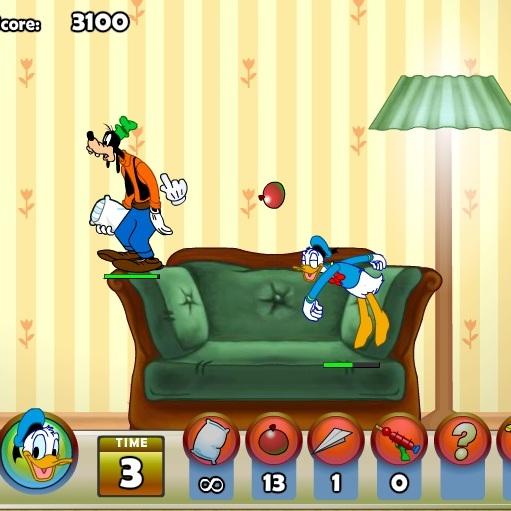 Дональд Дак драки на подушках